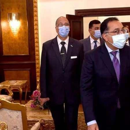 رئيس الوزراء اثناء افتتاحة قاعة كبار الزوار بمطار القاهرة الدولى