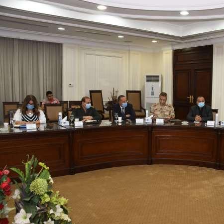 وزيرا الإسكان والسياحة أثناء الاجتماع