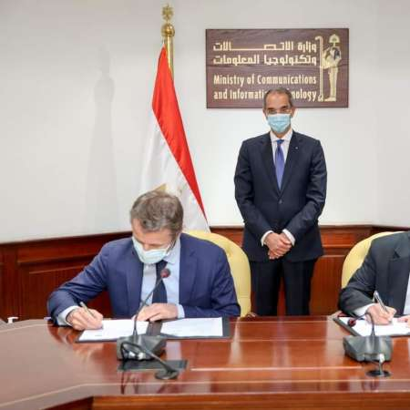 أثناء توقيع الأتفاقية