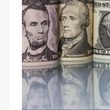 الدولار يتراجع أمام باقي العملات