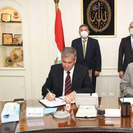خلال توقيع عقد الشراء