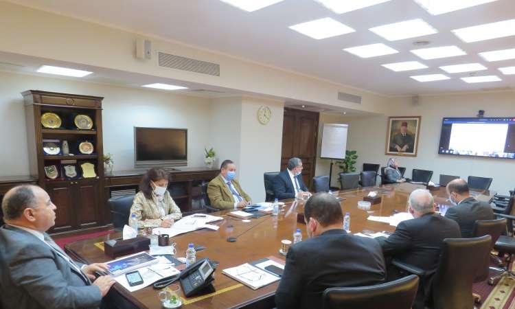 وزير المالية خلال الاجتماع
